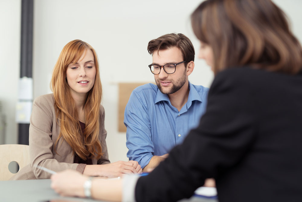 What Can You Expect From A Financial Broker?